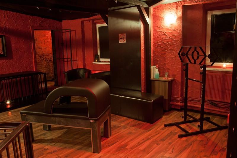 BDSM-Lounge-rot02